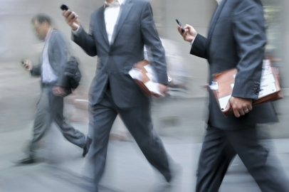 Phones_business-men-cell-phone-walking